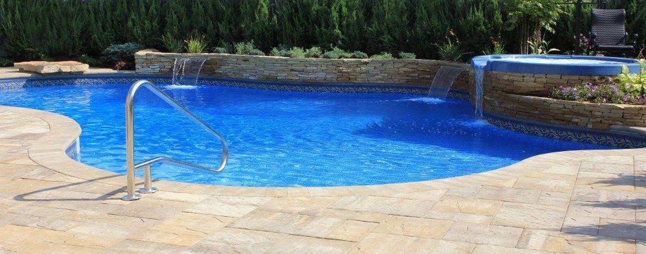free-form-pool-in-merrick