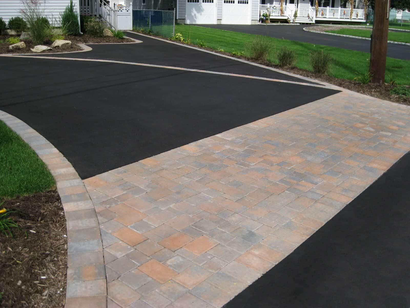 Asphalt Driveway - Cambridge Paver Apron and Inlays- Roundtable Collection - Color - Ruby Onyx - Dix Hills, Long Island NY