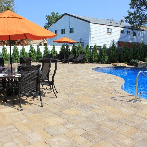 Cambridge Pavingstone Patio in the Sherwood Ledgestone XL style, Sahara Chestnut Light color, and Free-Form Vinyl Pool