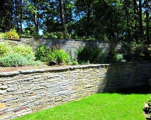 Colonial Stacked Bluestone Multi-Level Retaining Walls with Natural Cleft