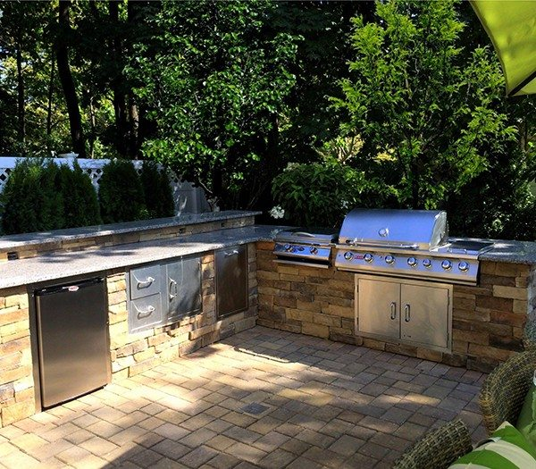 Custom Bi-Level Outdoor Kitchen…