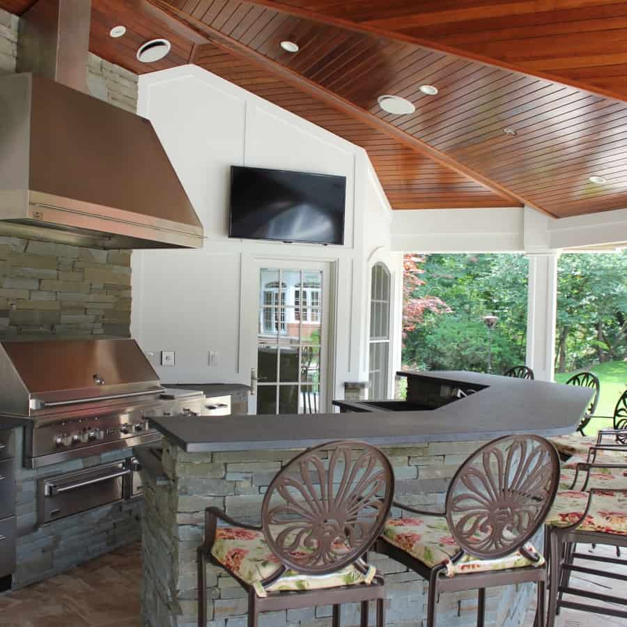 Outdoor bar and granite countertop veneered in Stacked Bluestone - Old Westbury, Long Island NY