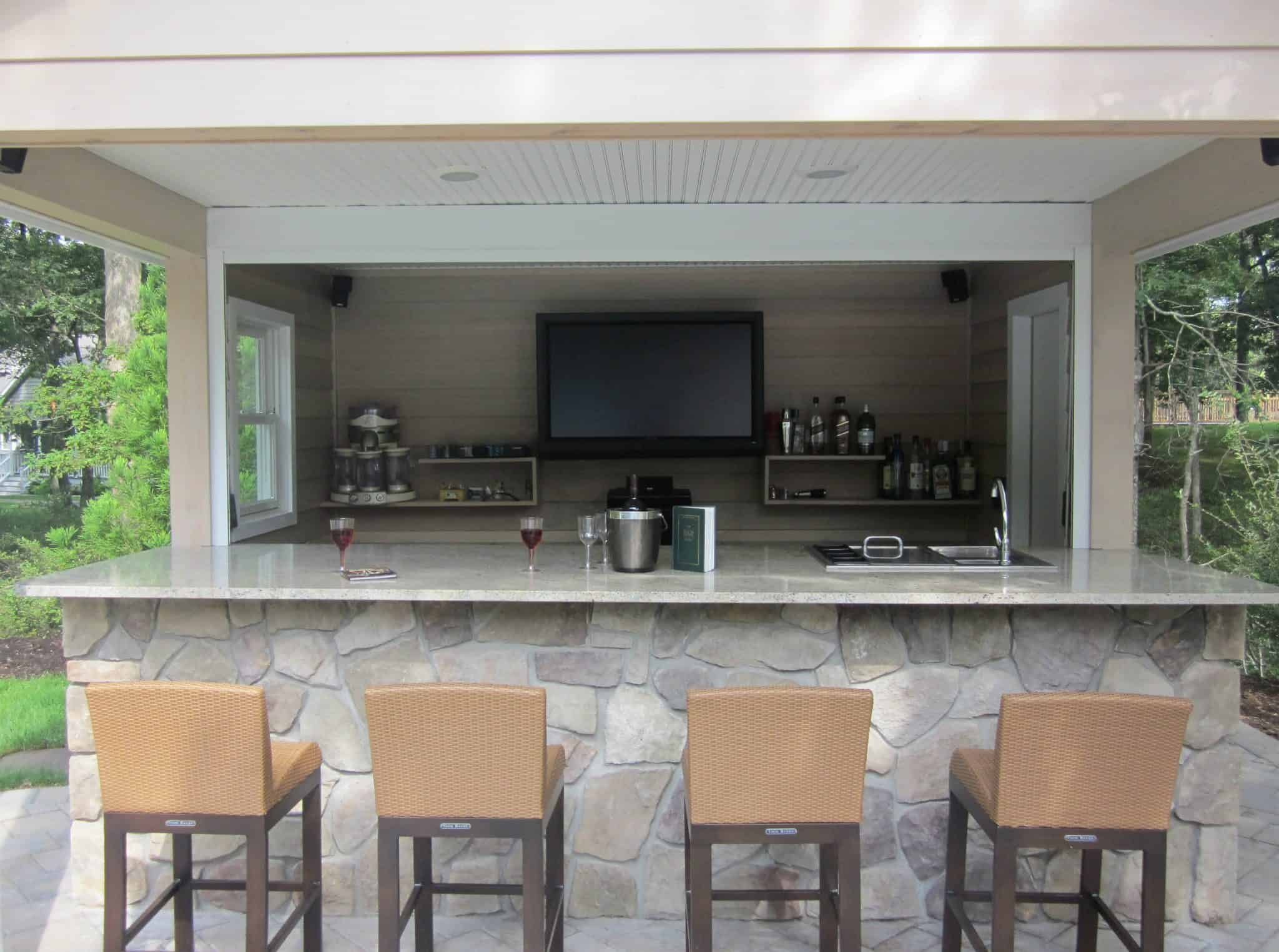 Outdoor bar and granite countertop veneered in Dressed Field Stone - Bucks County - Hampton Bays, Long Island NY