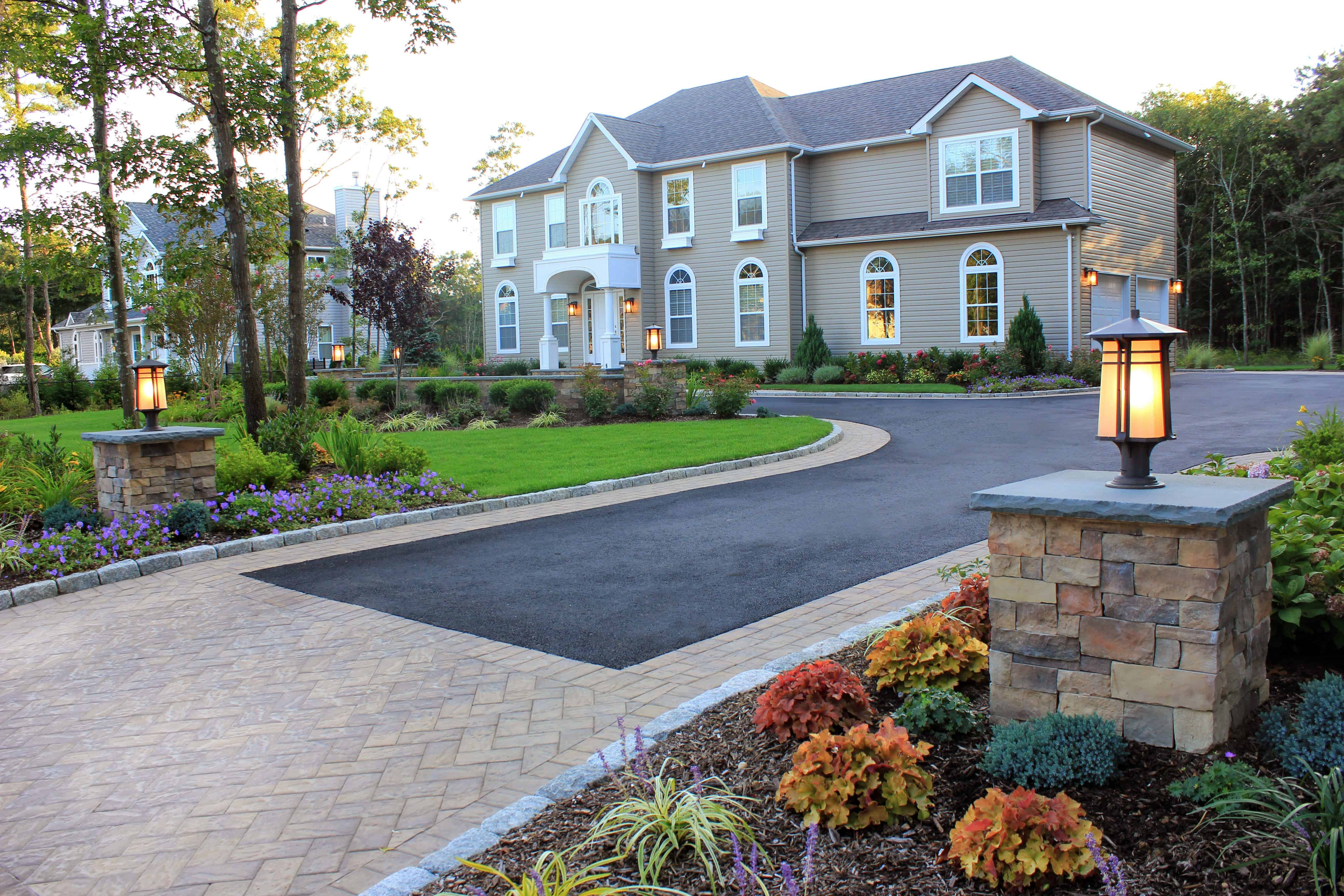 Cambridge Paver Apron and Inlays with Entry Piers – Center Moriches, NY