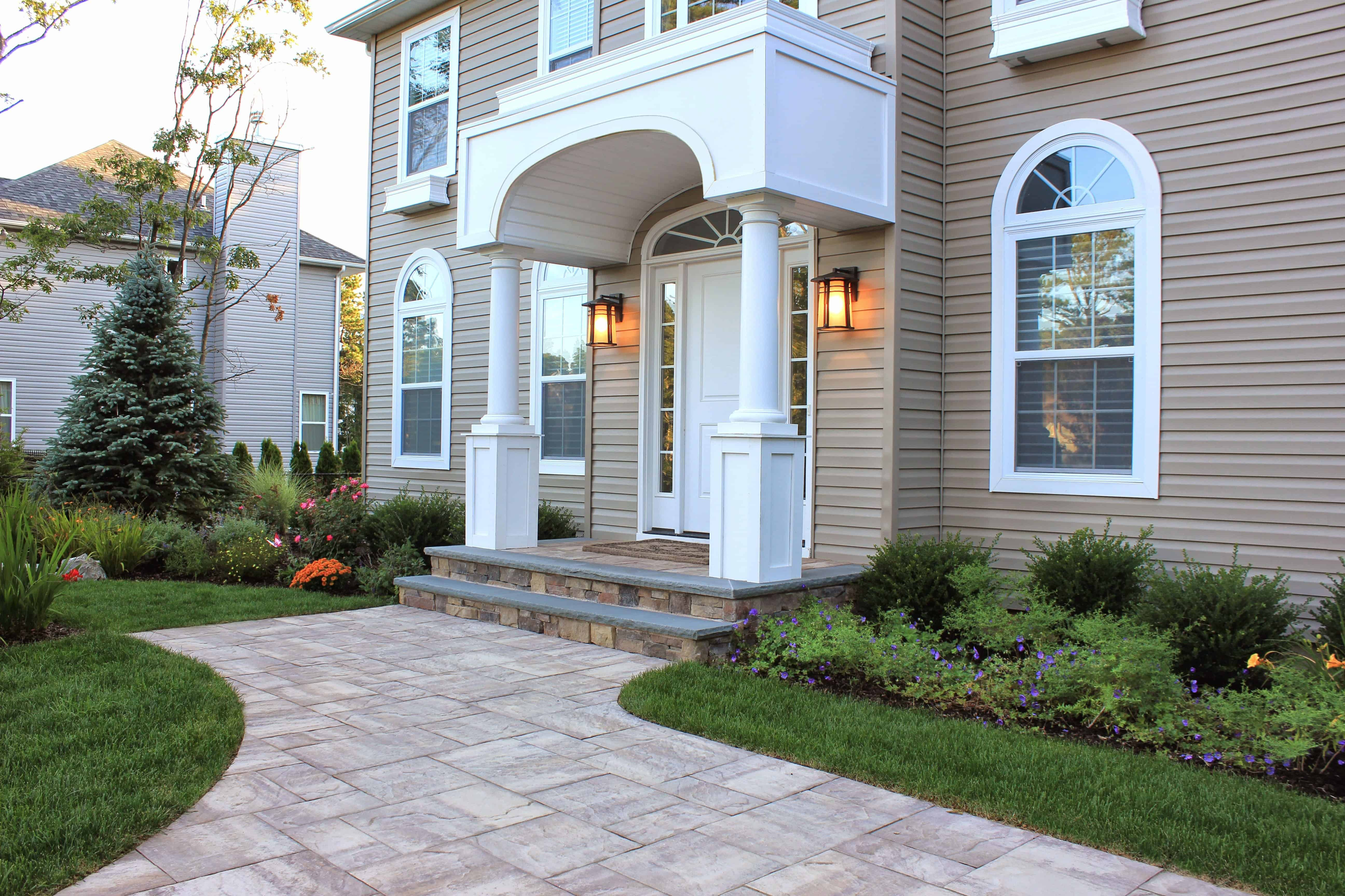 Cambridge Ledgestone XL Paver in Sahara Chestnut Light Front Entry – Center Moriches, NY