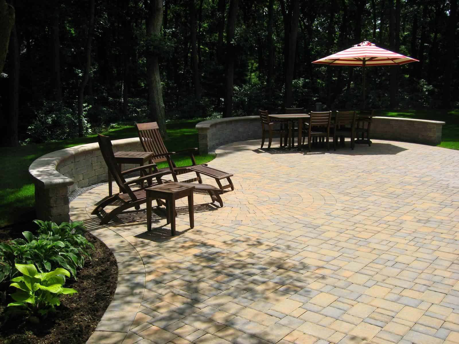 Paver Patio - Cambridge Ledgestone-Toffee/Onyx Paver Patio - Random Pattern with Circle Kit - Unilock Brussells Seat Wall - Onyx - Dix Hills, Long Island NY
