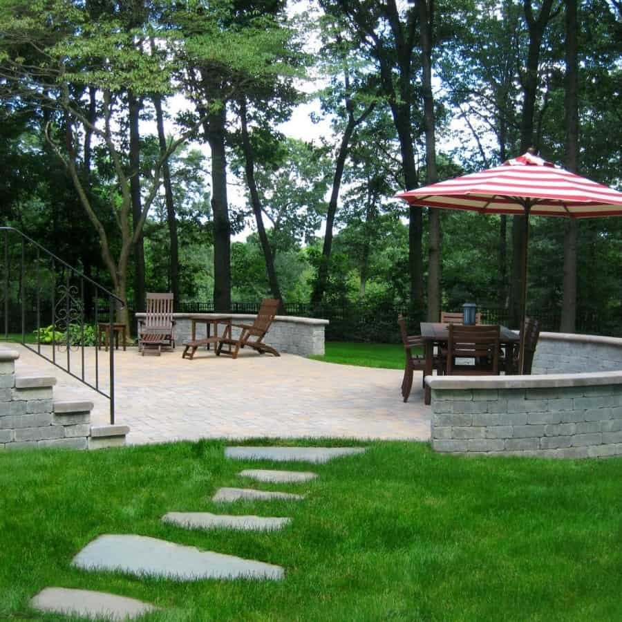 Paver Patio - Cambridge Ledgestone​-Toffee/On​yx Paver Patio - Random Pattern with Circle Kit - Unilock Brussells Seat Wall - Onyx - Dix Hills, Long Island NY