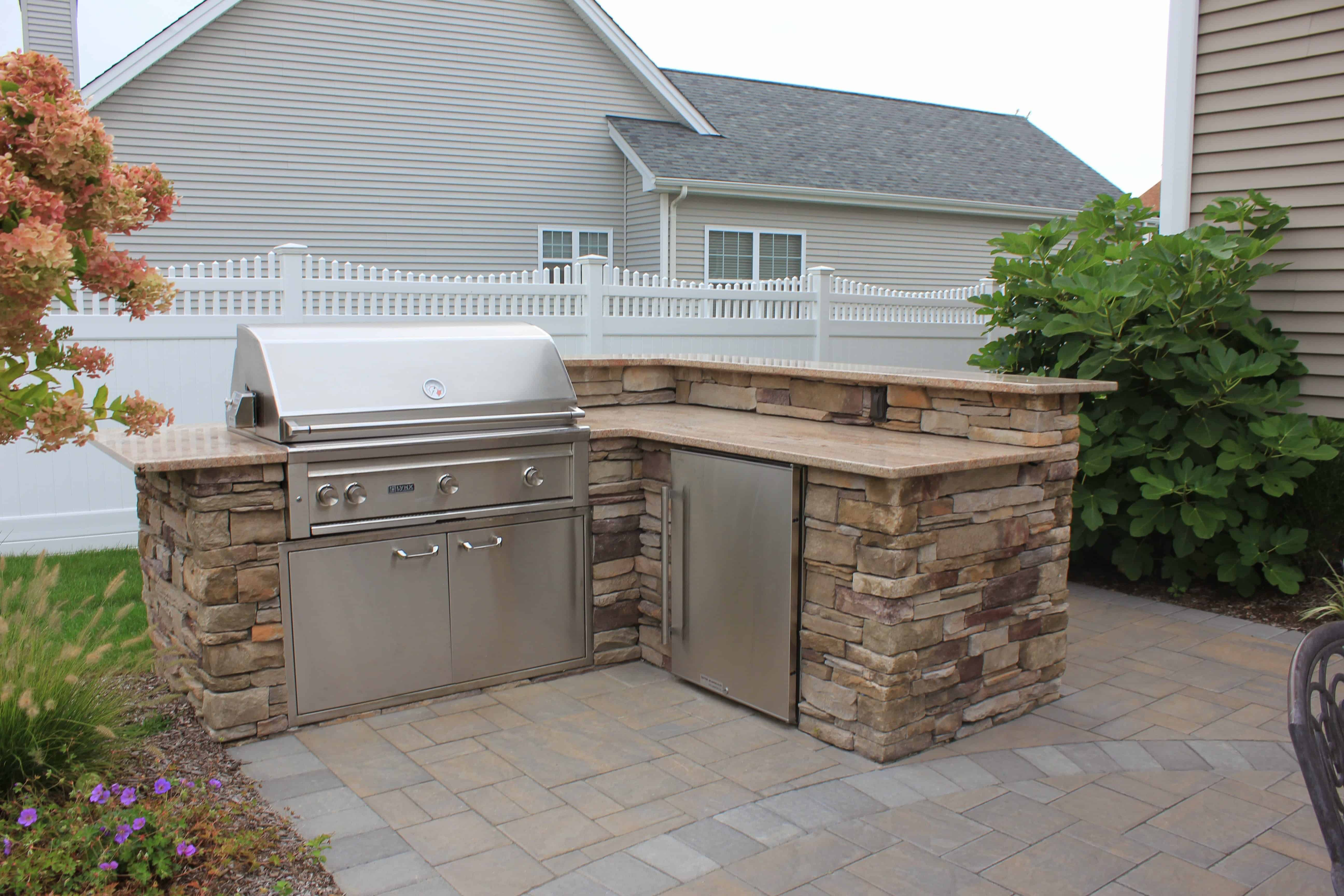 Outdoor Kitchen veneered with - Cultured Stone Southern Ledgestone - Bucks County - Melville, Long Island NY