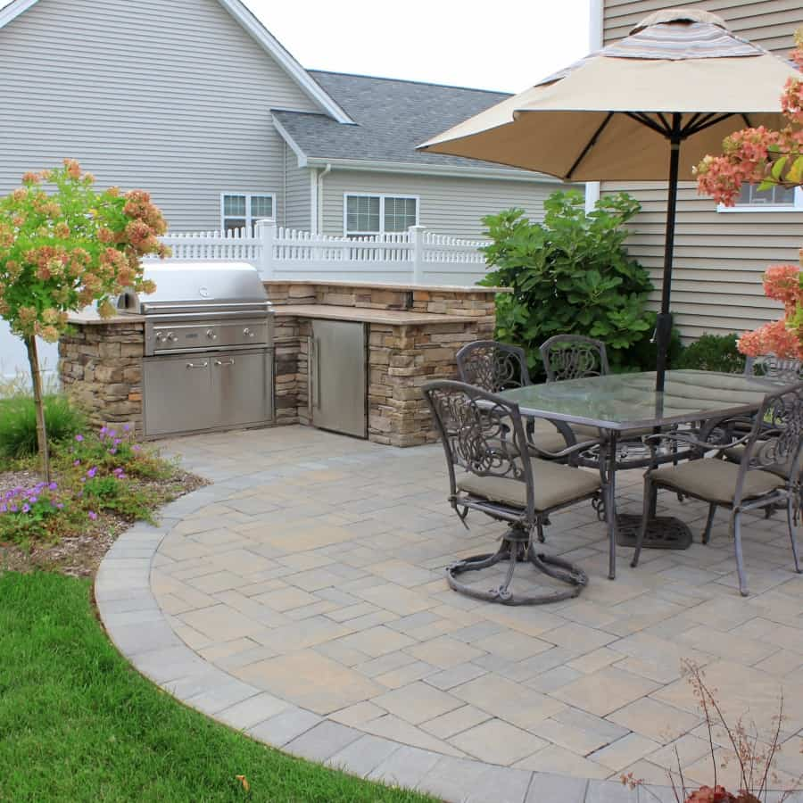 Cambridge Ledgestone - Toffee Onyx - Paver Patio with decorative inlays  - Melville, Long Island NY