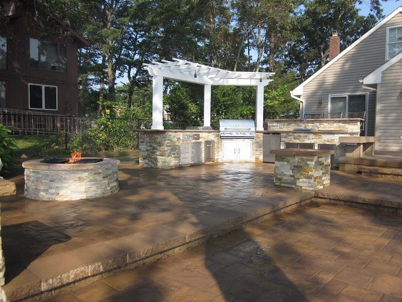 Paver Patio - Cambridge Ledgestone - Sahara Chestnut Paver Patio- Random Pattern - Matryx Wall System Paver Steps - Flanders, Long Island NY