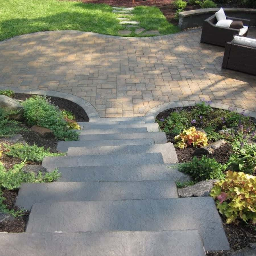 Paver Patio - Cambridge Ledgestone​-Toffee/On​yx Paver Patio- Random Pattern with Cambridge Olde English Seat Wall - Smithtown, Long Island NY