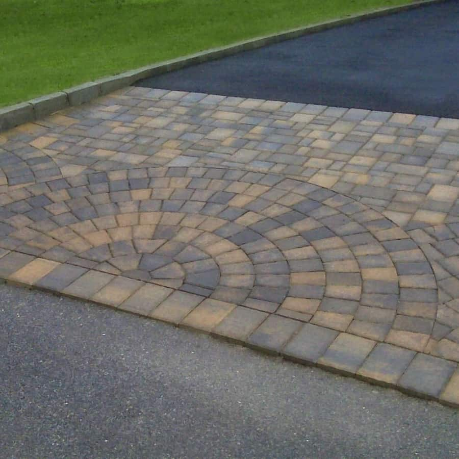 Asphalt Driveway - Belgium Block Border - Cambridge - Sherwood Collection Apron with Fan Inlays - Ledgestone - Toffee Onyx - Dix Hills, Long Island NY