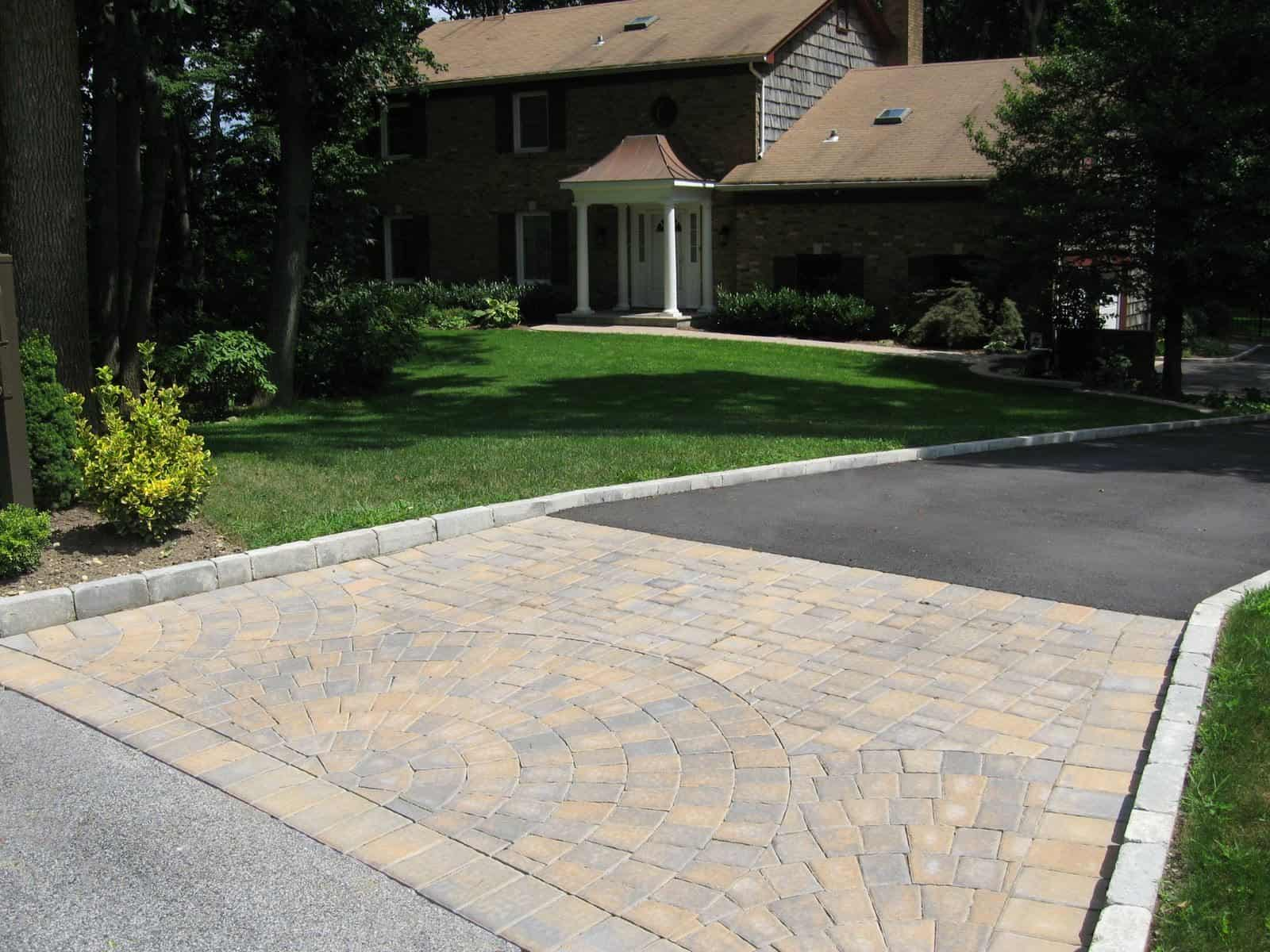 Asphalt Driveway, Belgium Block Border, and Cambridge - Sherwood Collection - Ledgestone - Toffee Onyx - Apron with Fan inlays
