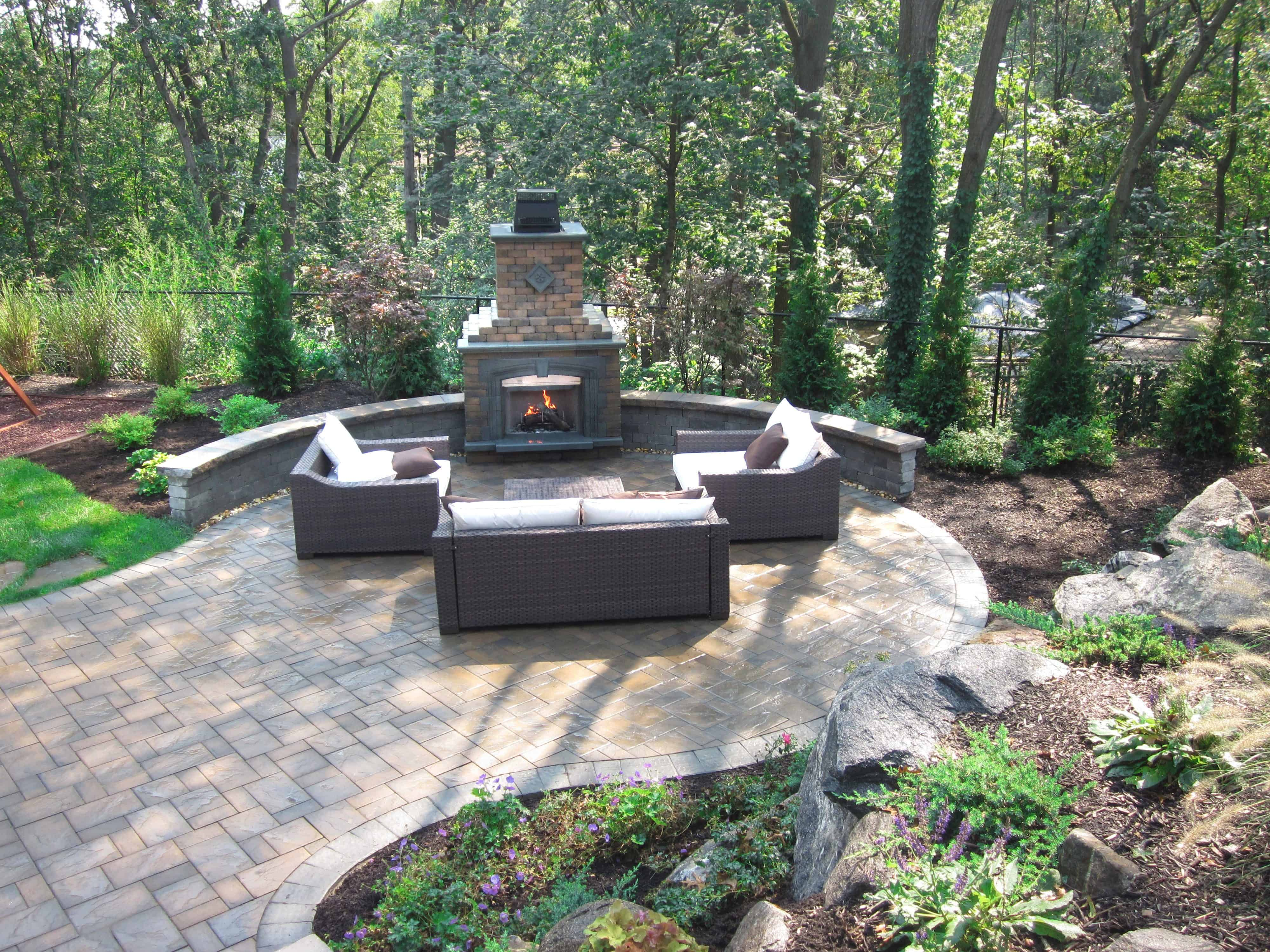 Cambridge Olde English Fireplace with Olde English Seat Wall - Onyx Natural and Toffee / Onyx Splitface Cap - Smithtown, Long Island NY