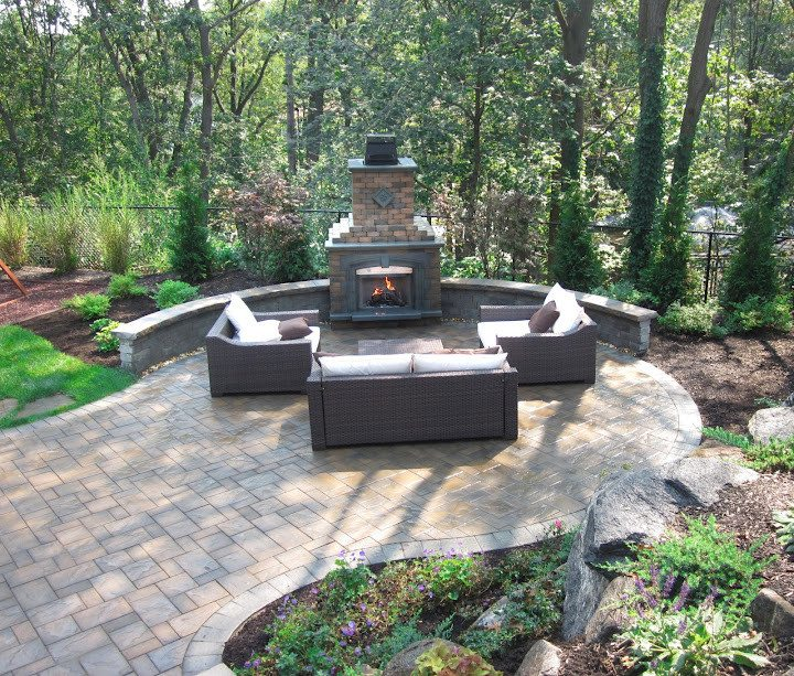 Paver Patio - Cambridge Ledgestone-Toffee/Onyx Paver Patio- Random Pattern with Cambridge Olde English Seat Wall - Smithtown, Long Island NY
